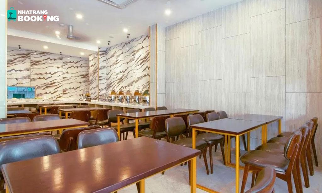 Khách sạn Golden Lotus Central